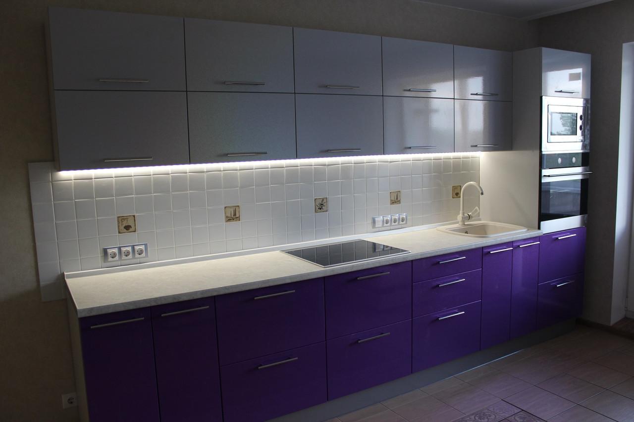 Прямой модульный гарнитур на кухне