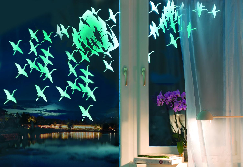 Светящиеся наклейки на окне