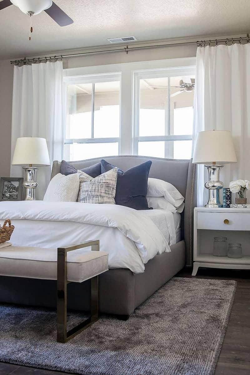 Кровать изголовьем к окну в стиле неоклассики