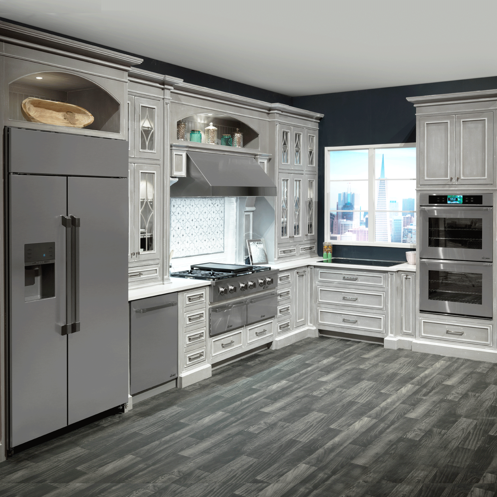 Холодильник сайд бай сайд в нише на кухне