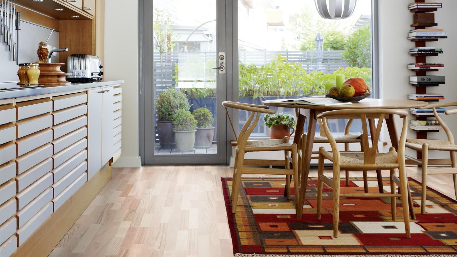 Ламинат нордический ясень в интерьере кухни