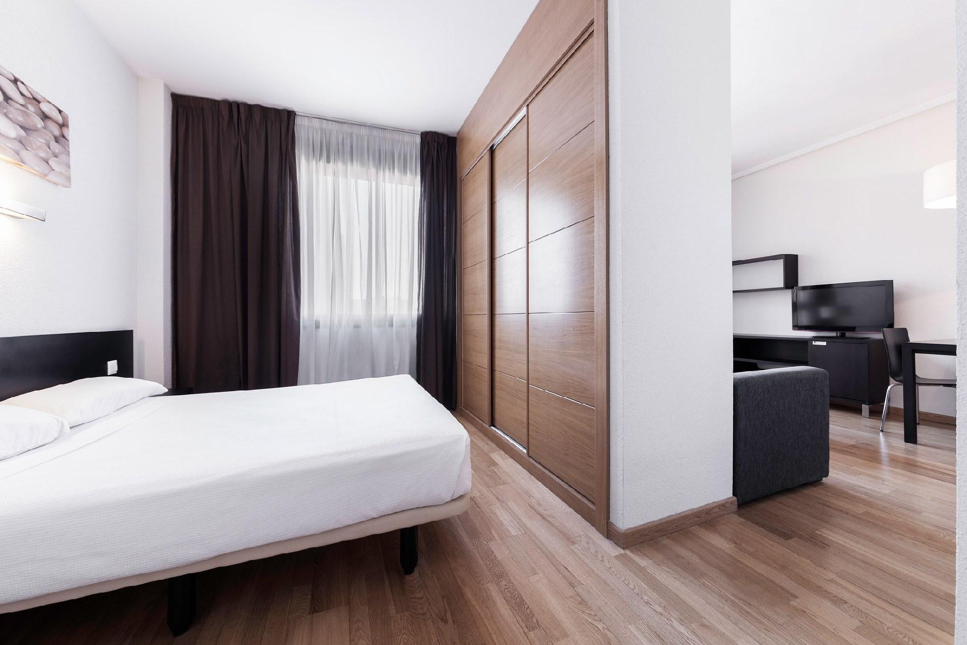 Расстановка мебели в спальне в однокомнатной квартире