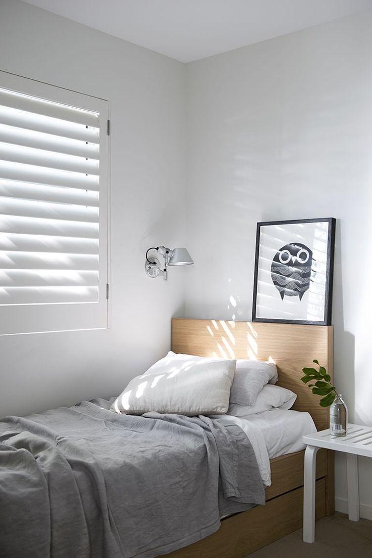Дизайн узкой спальни с маленькой кроватью