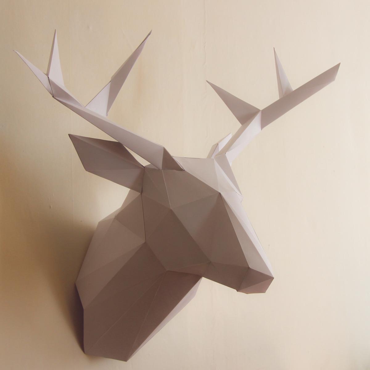 Панно декоративное из бумаги в виде оленя