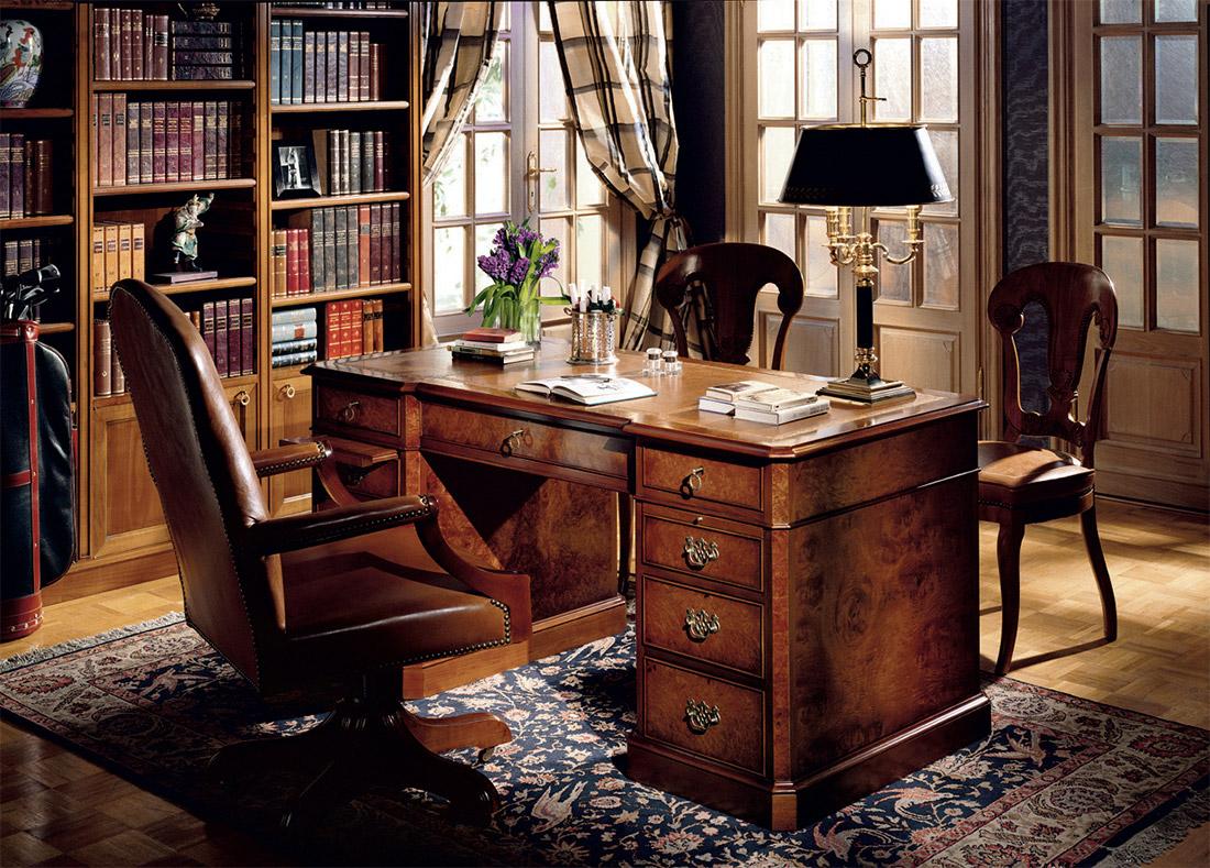 Стол-бюро из ореха