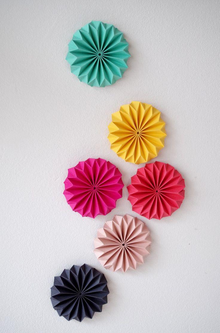 Панно декоративное из бумаги оригами