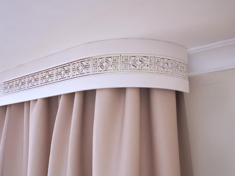 Карниз для штор с орнаментом
