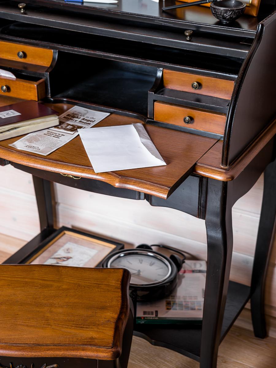 Стол-бюро с откидной крышкой