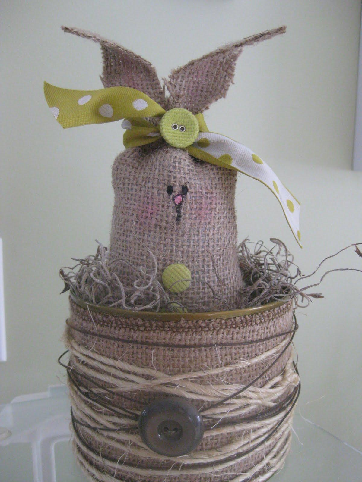 Пасхальный кролик из мешковины