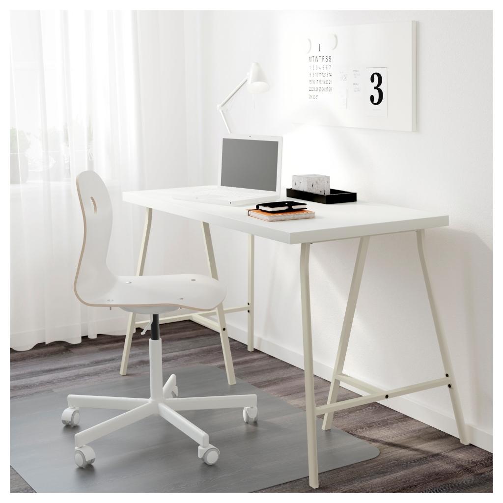 Письменный глянцевый стол