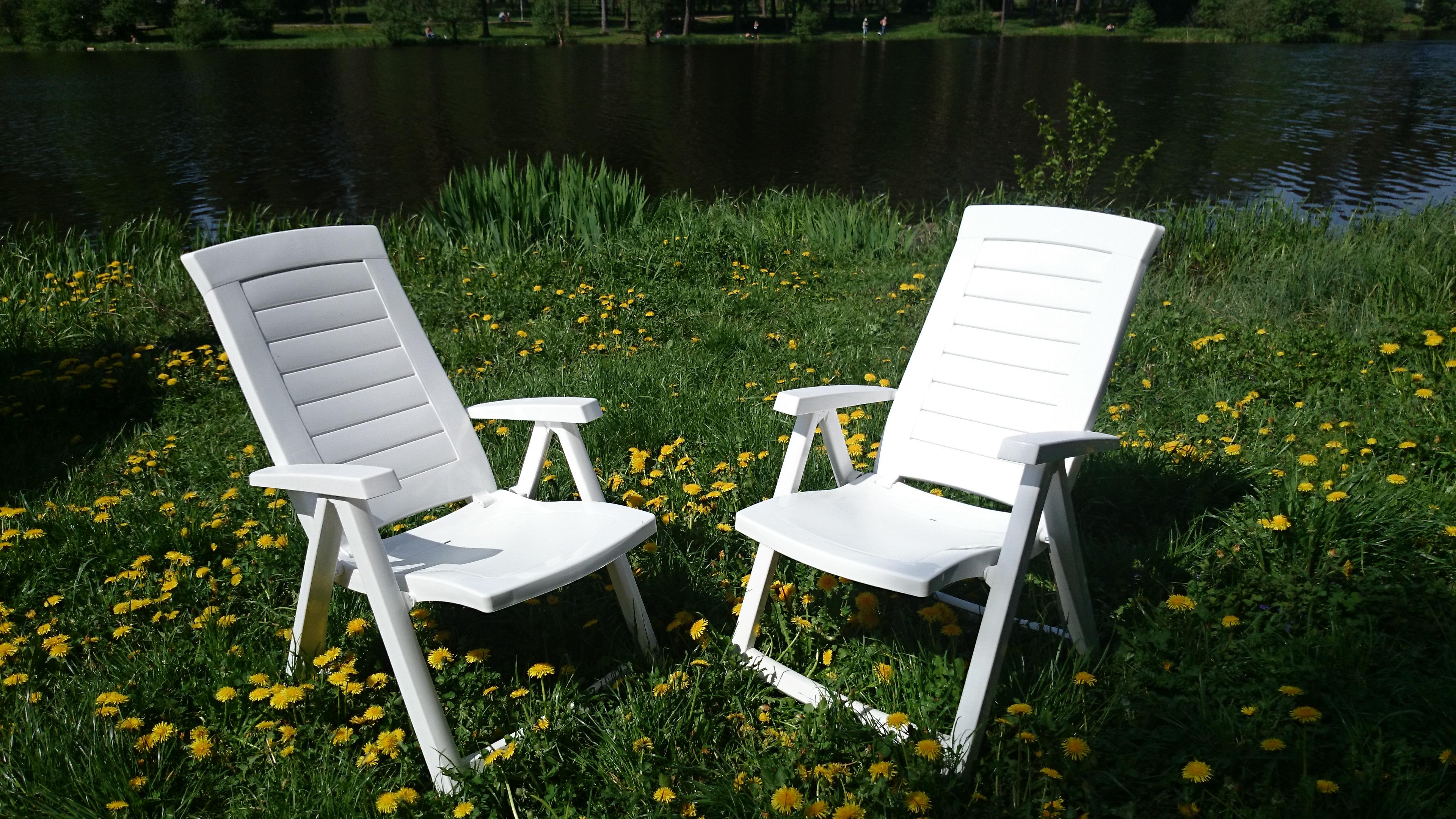 Пластиковые стулья для сада