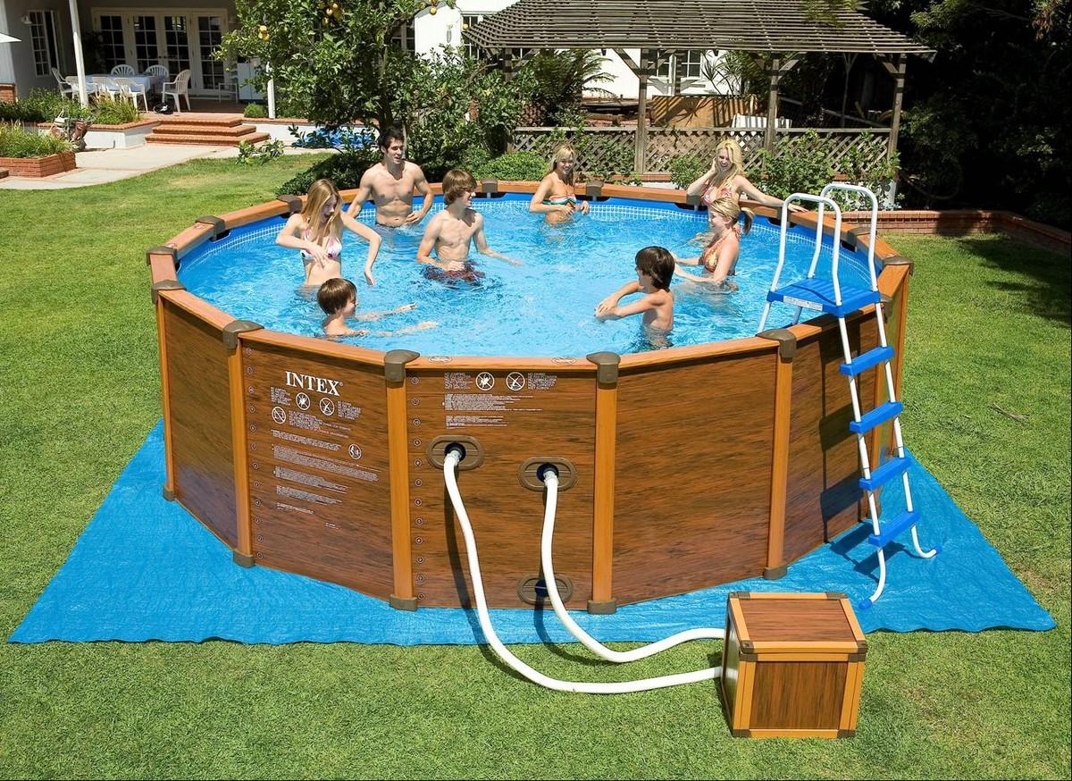 Бассейн с пластиковыми панелями и надувными трубками