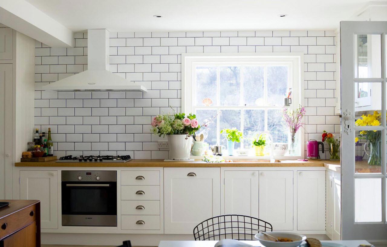 Белая плитка-кирпичик на кухне