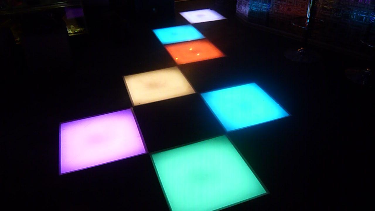 Подсветка пола светодиодными плитами