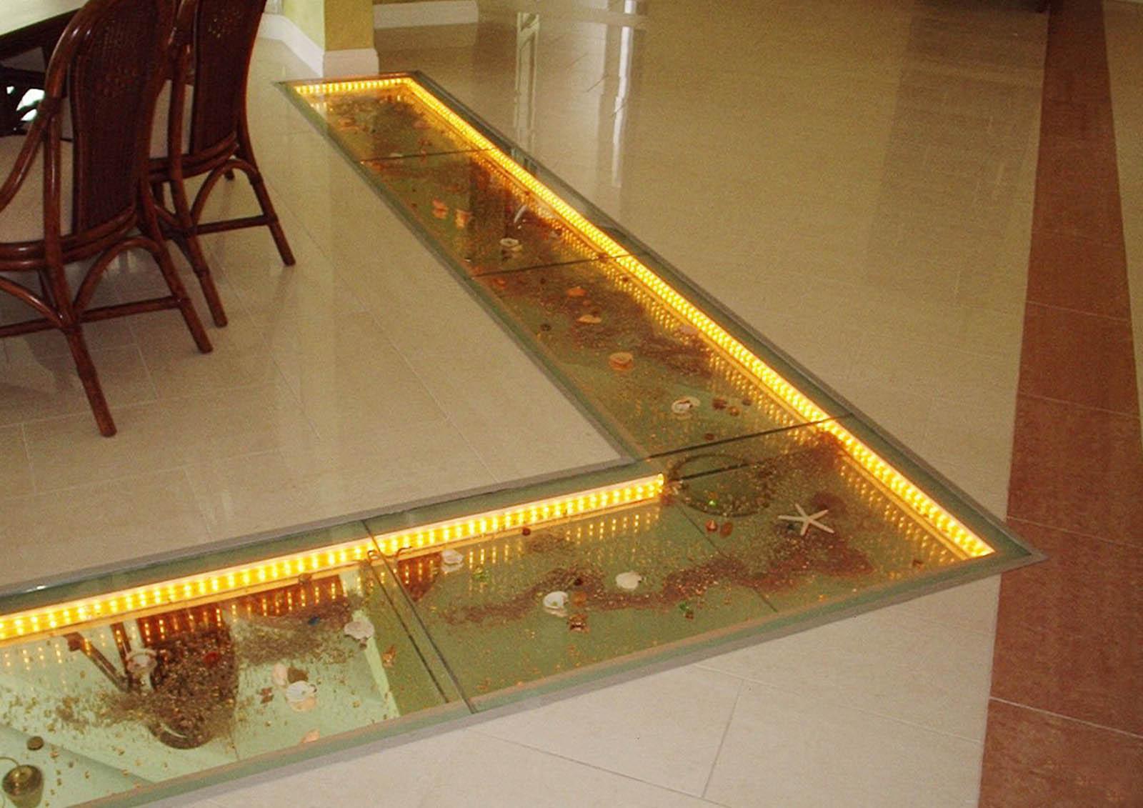 Декоративный стеклянный пол с подсветкойДекоративный стеклянный пол с подсветкой
