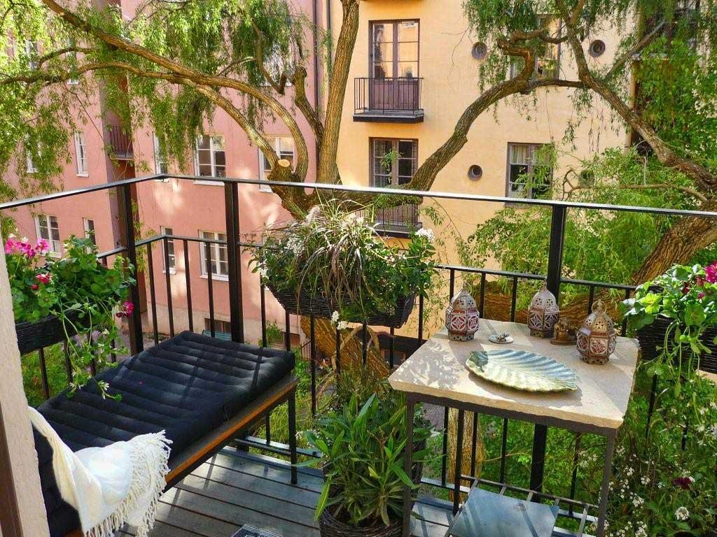 Подвесные кашпо для цветов на балконе