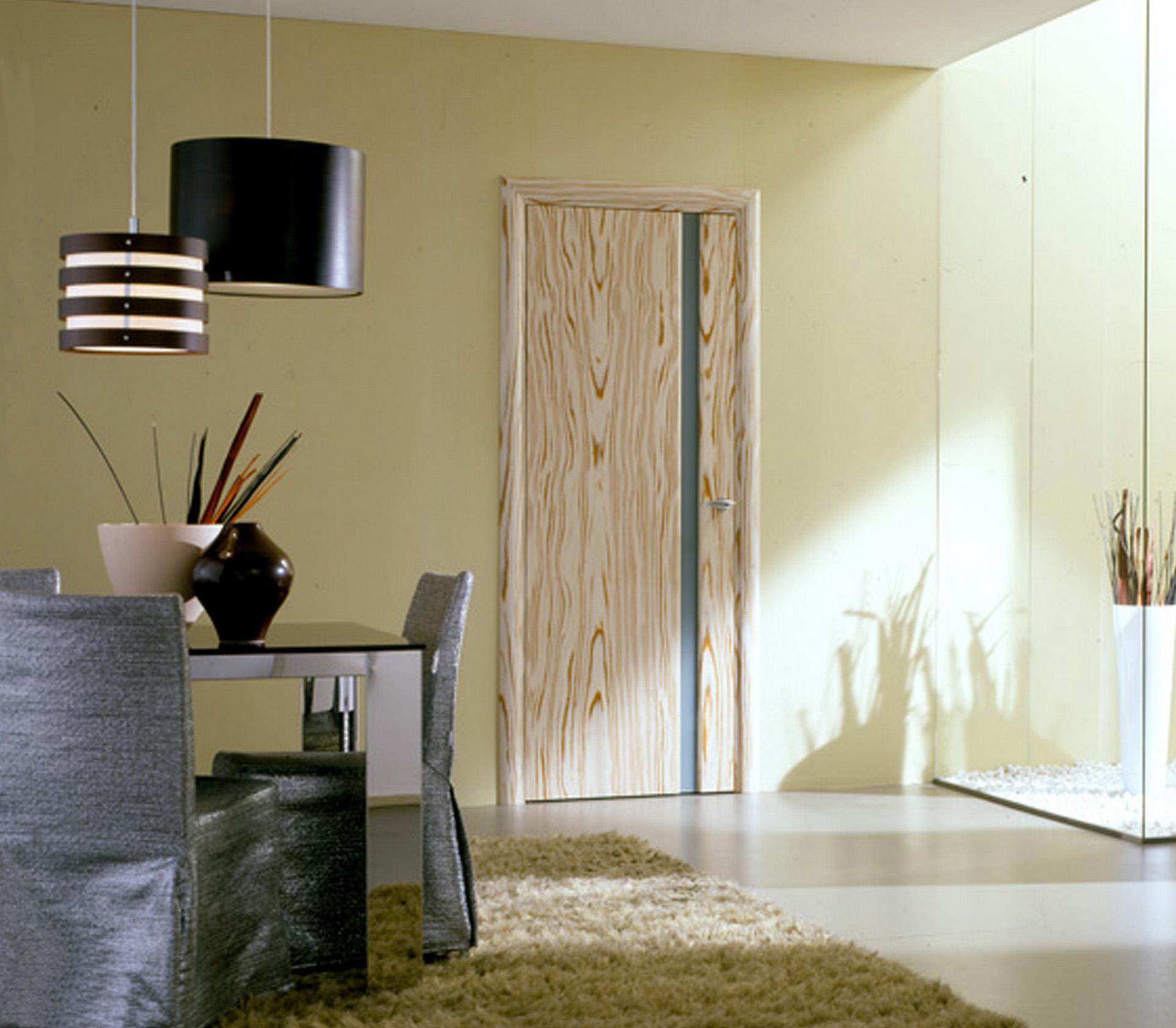 Стеклянная полоса в деревянной двери