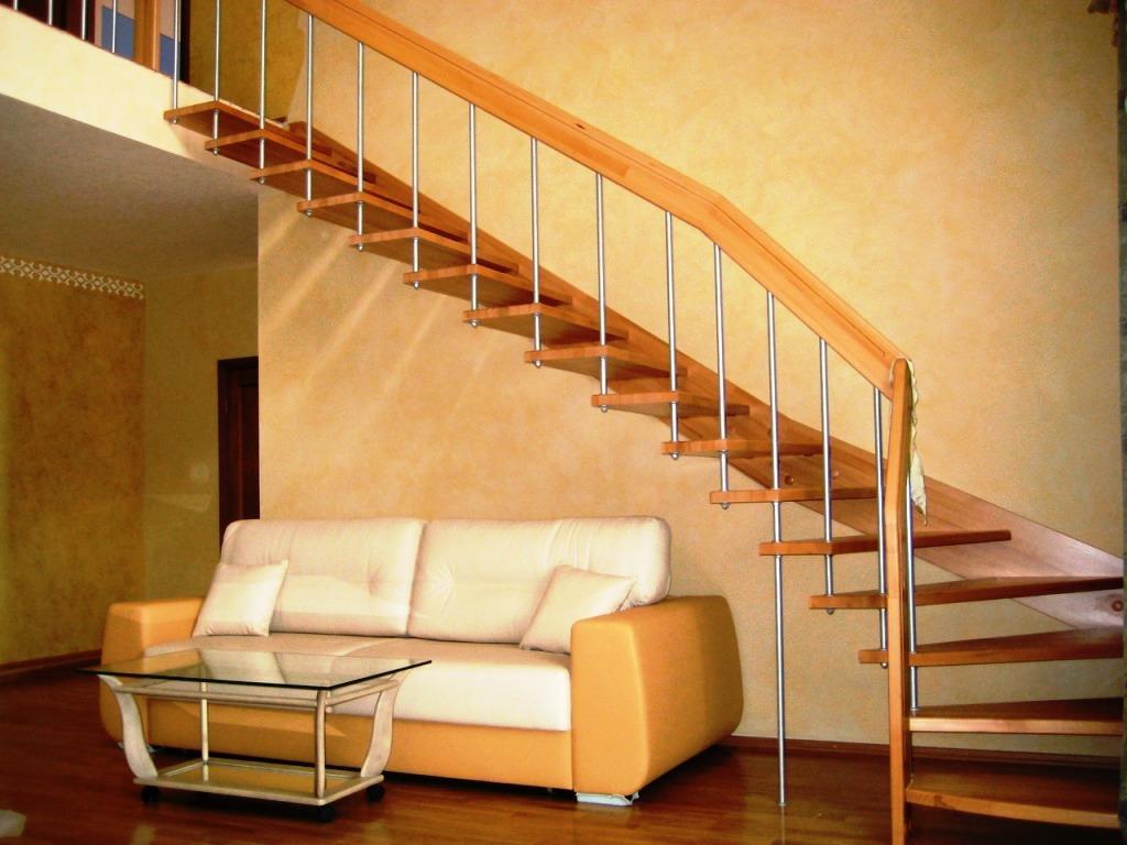 Поворотная лестница на больцах