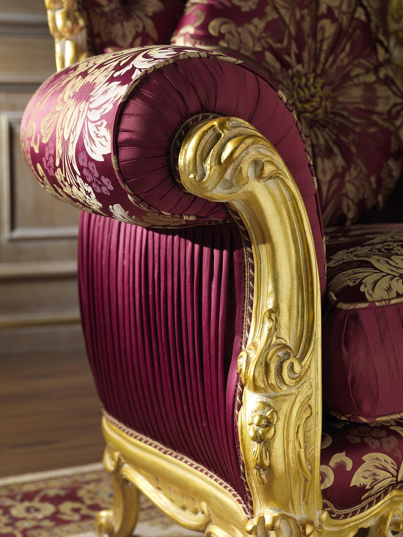 Кресло-трон с позолотой