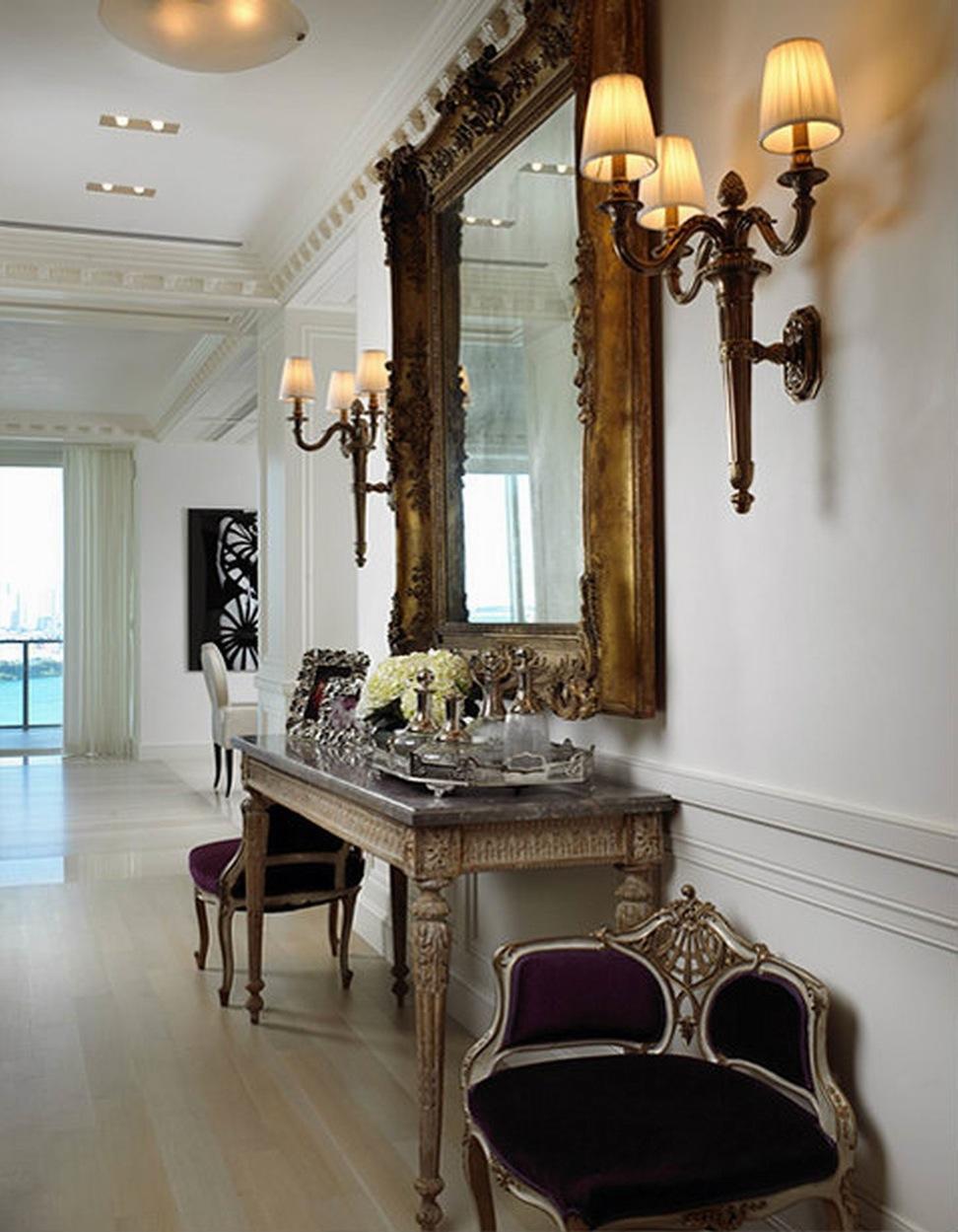 Антикварная мебель в прихожей