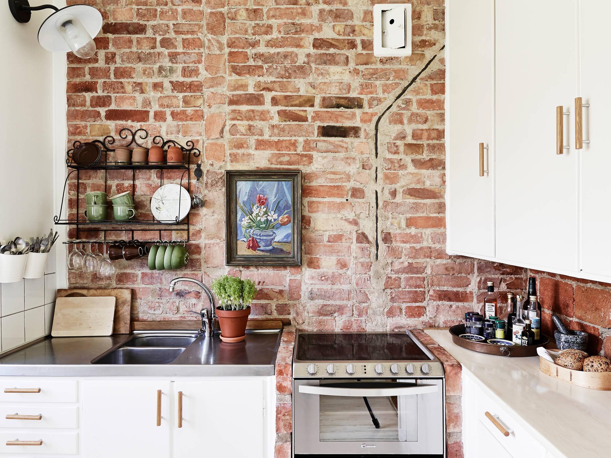 Кирпич на кухне в стиле прованс