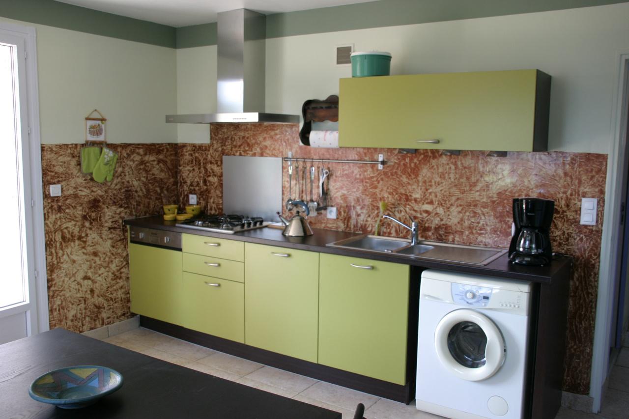 Стиральная машина на кухне прямой