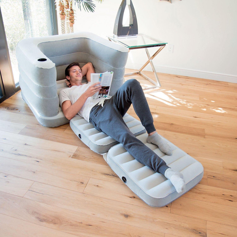 Раскладное надувное кресло в интерьере квартиры