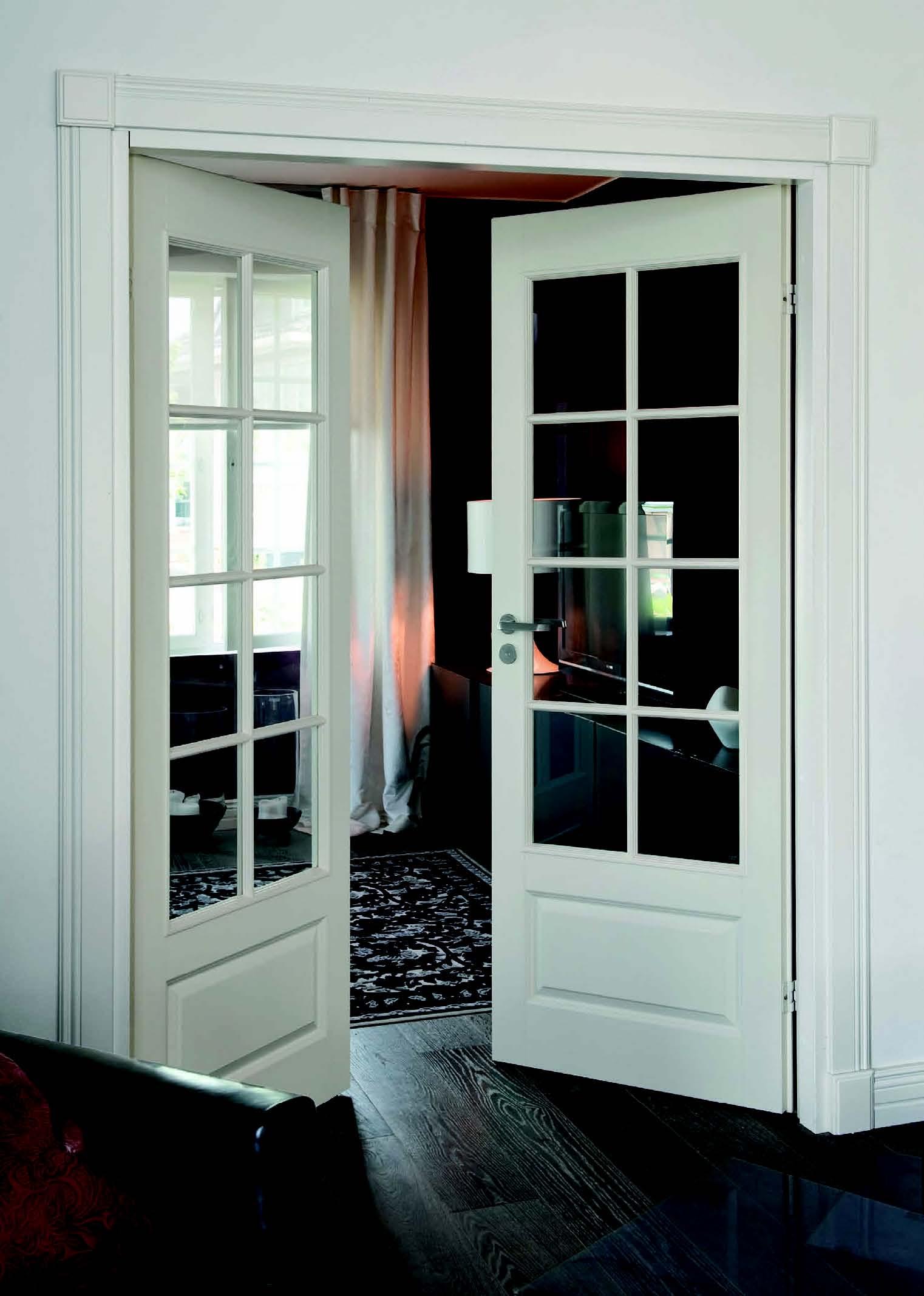 Распашная дверь со стеклом