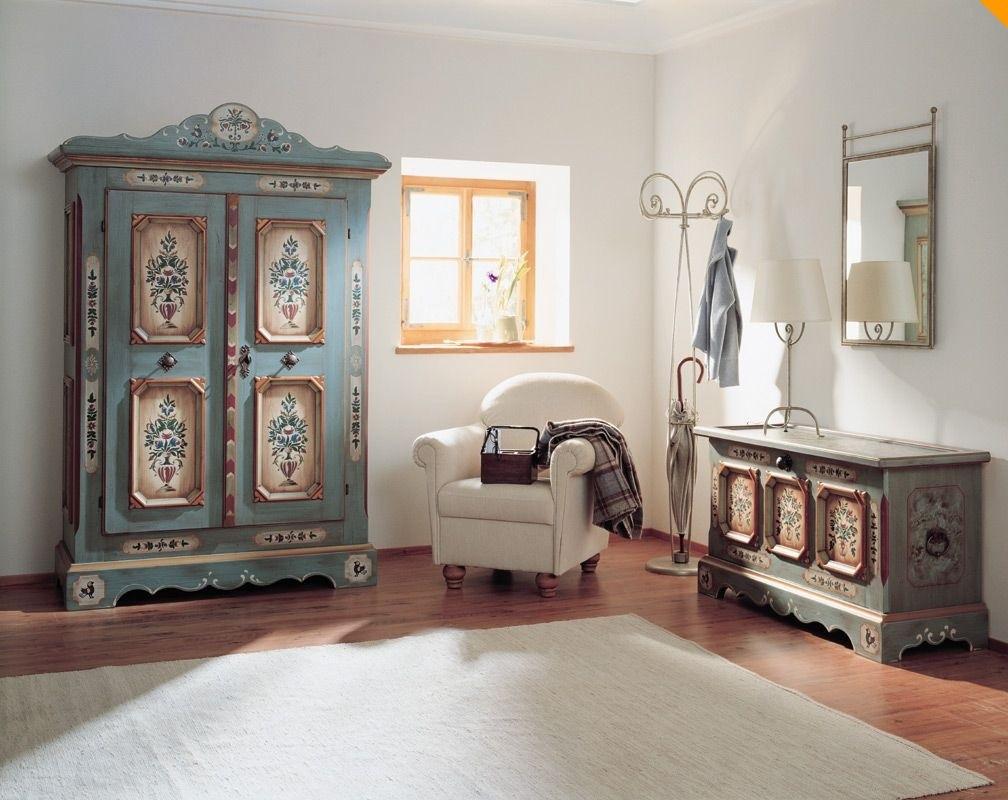 Расписная антикварная мебель