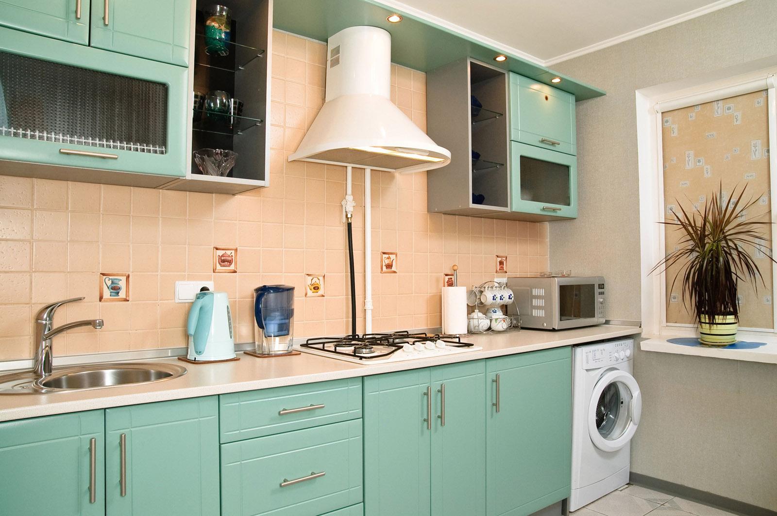 Стиральная машина на кухне ретро