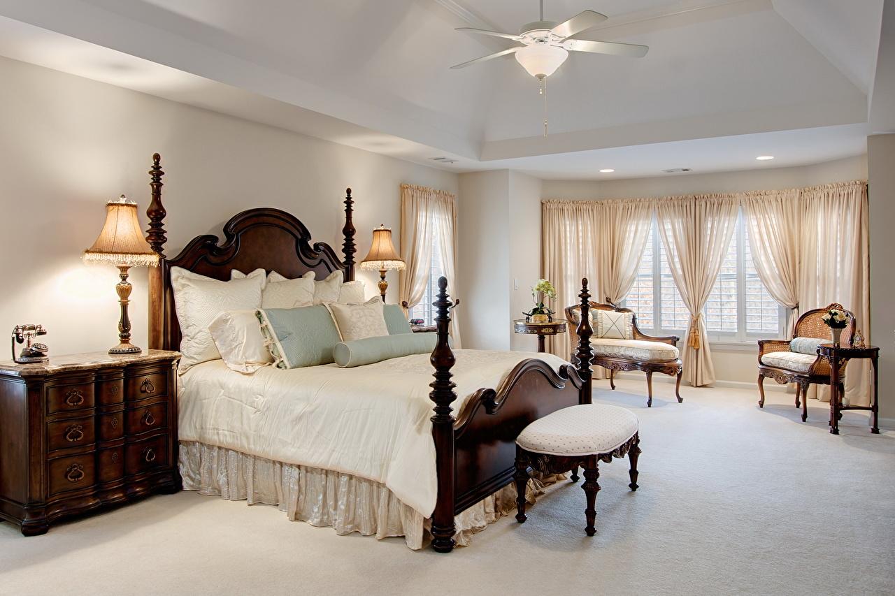 Расстановка мебели в спальне с резной мебелью