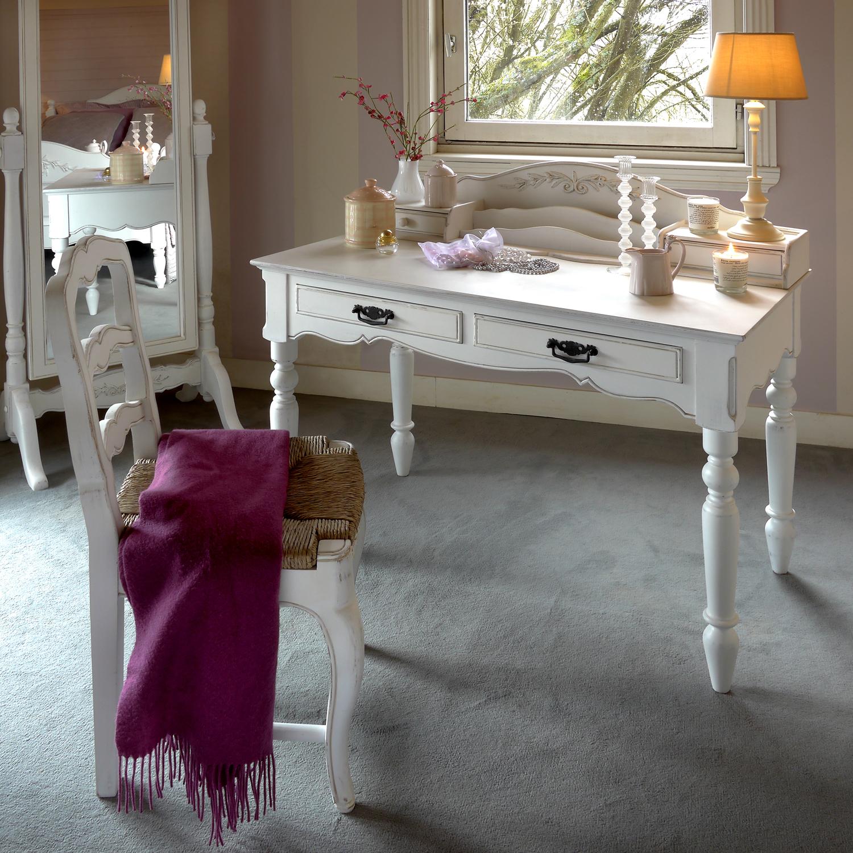 Стол-бюро с резными ножками