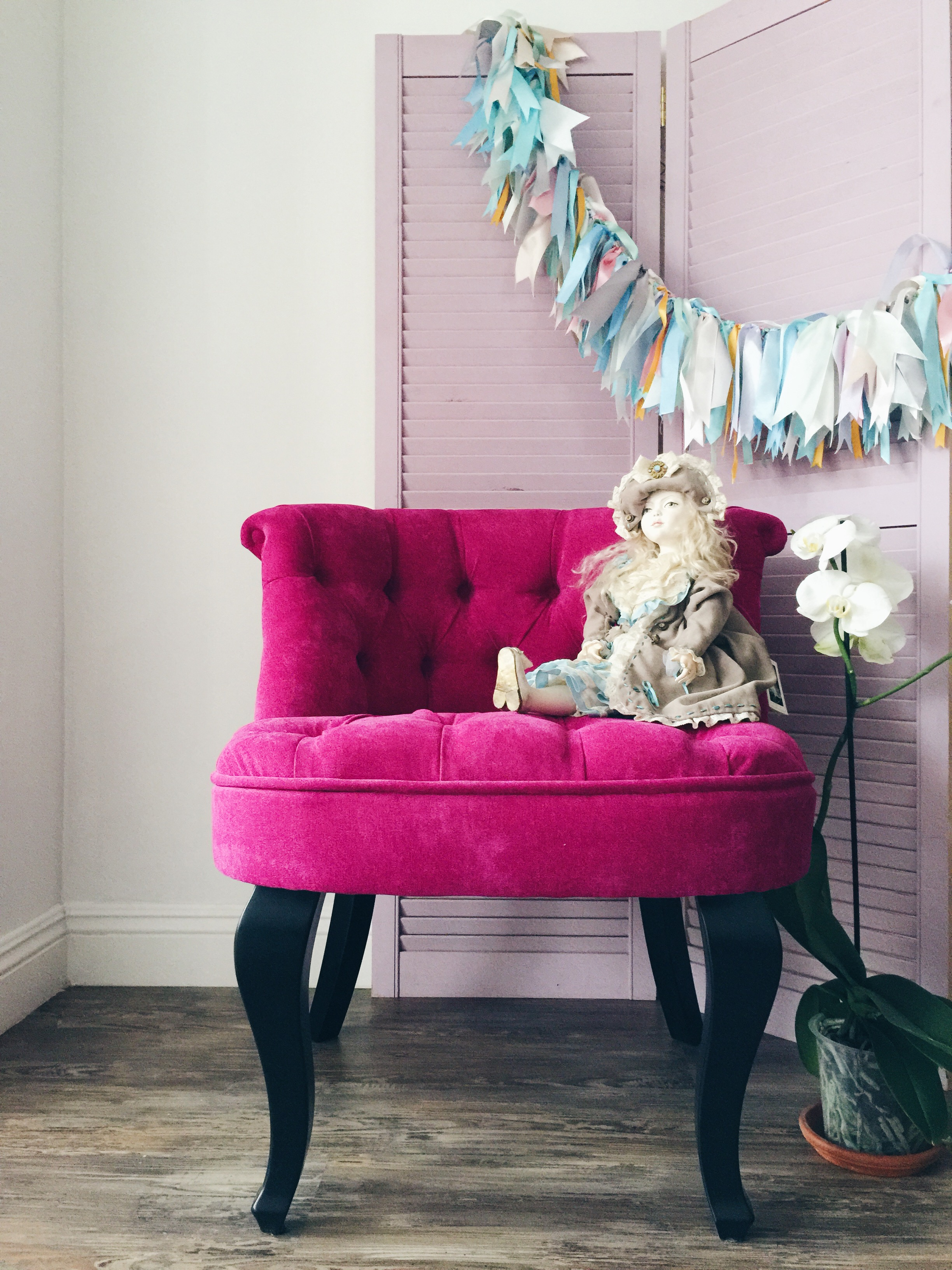 Розовое полукресло