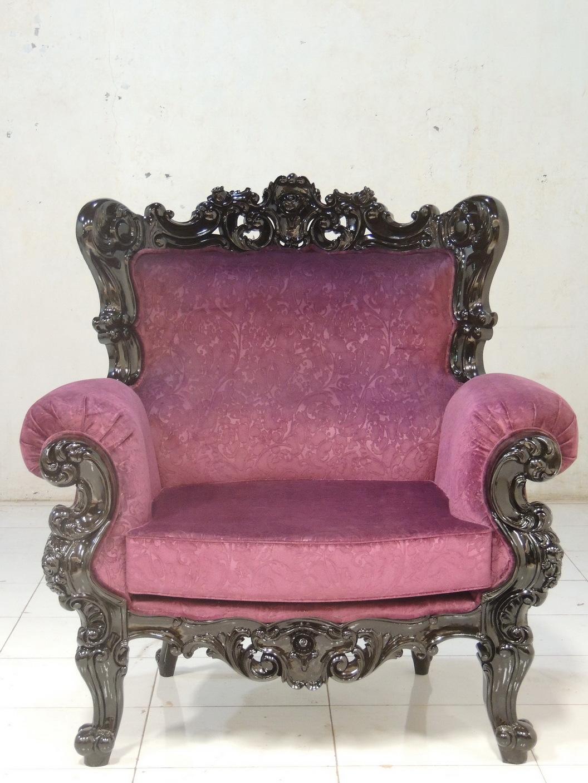 Кресло-трон розового цвета
