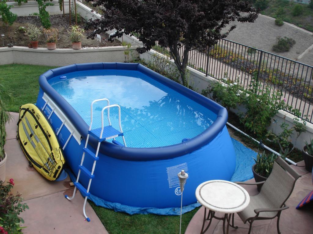 Надувной бассейн с лестницей