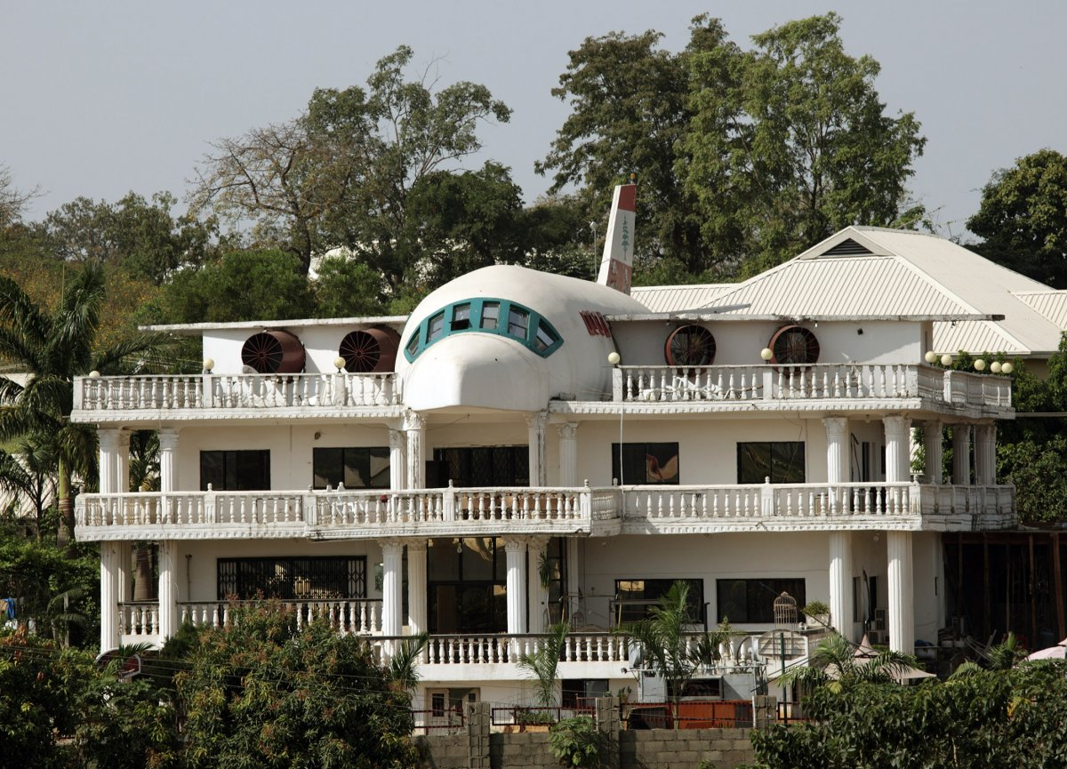 Дом в корпусе самолета