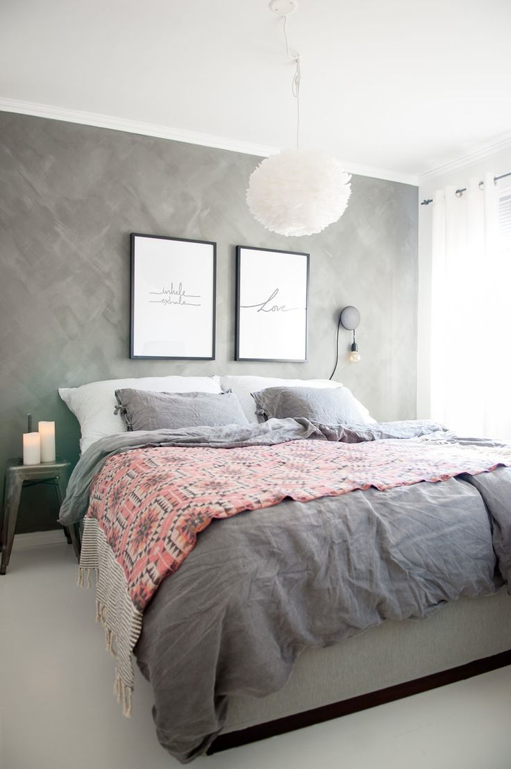 Расстановка мебели в спальне серой