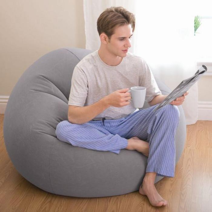 Серое надувное кресло