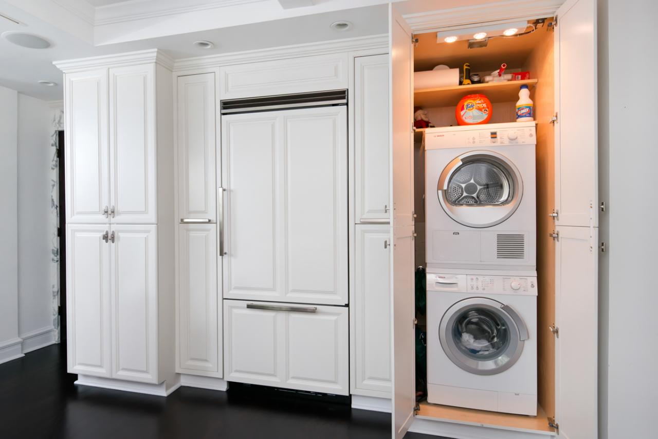 Стиральная машина на кухне в шкафуСтиральная машина на кухне в шкафу