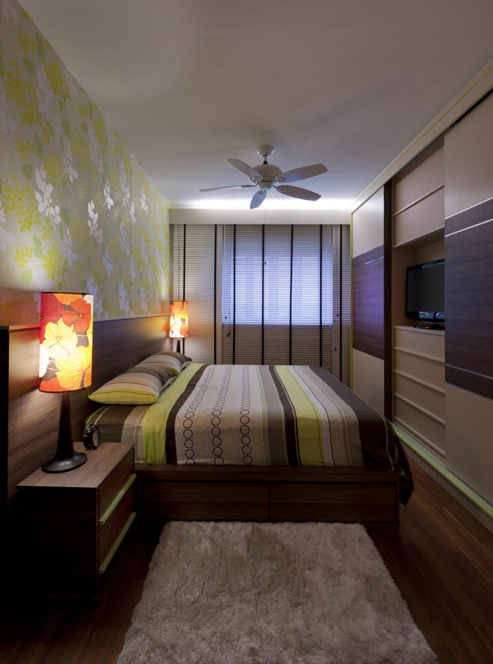 Дизайн узкой спальни со шкафом