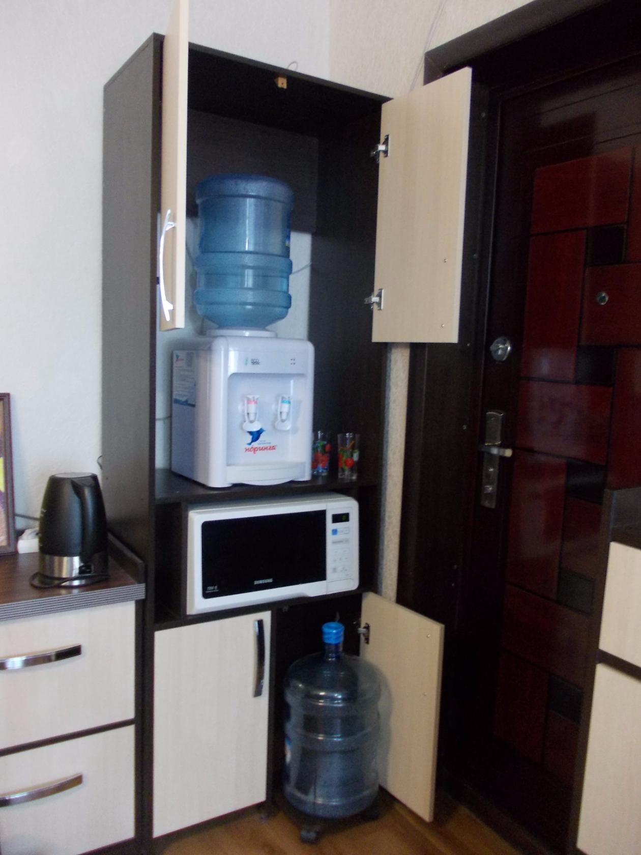 Кулер для воды в шкафу
