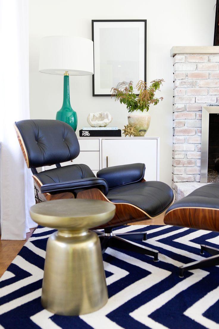 Синее кресло с подставкой для ног