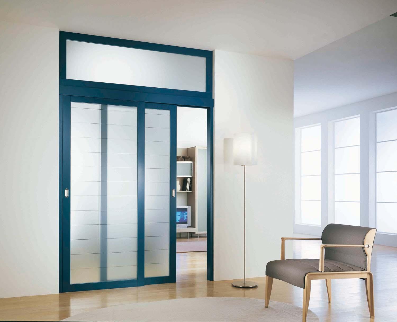 Межкомнатная дверь со стеклом синяя