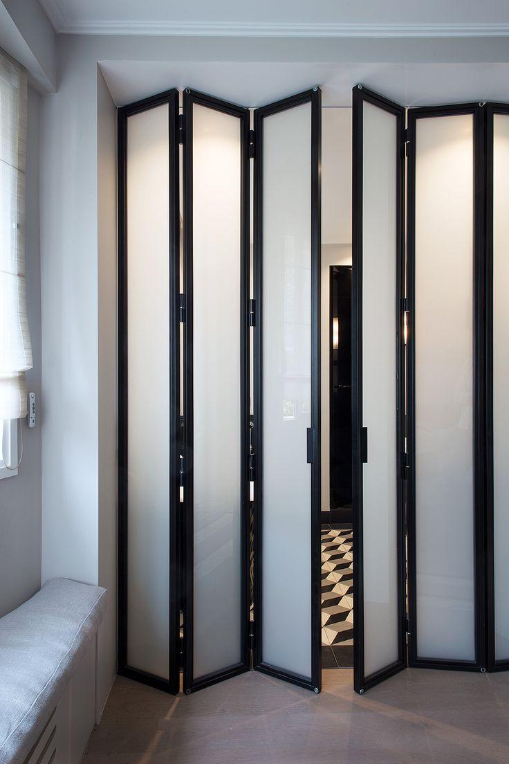 Межкомнатная дверь со стеклом складная