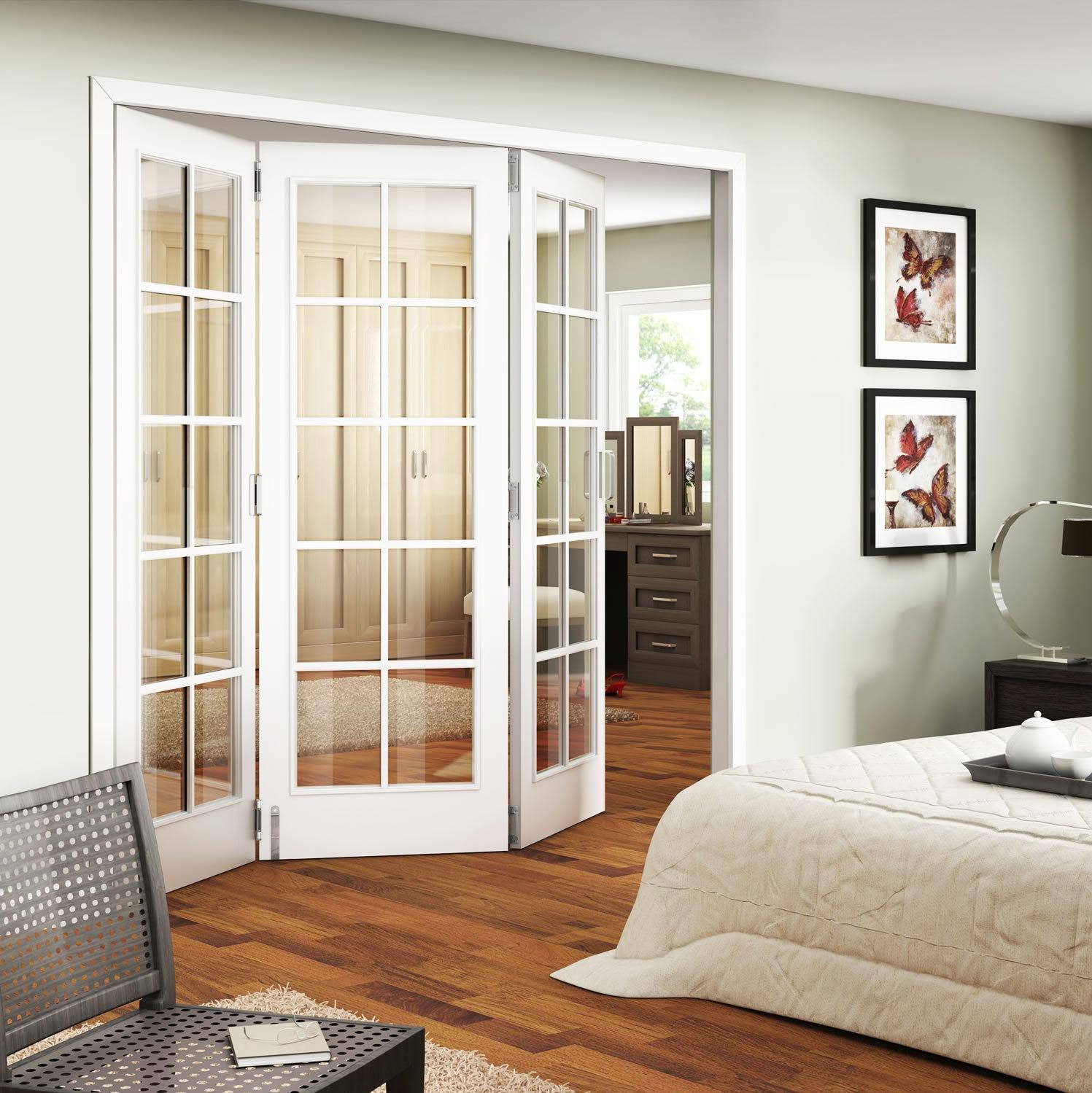 Дверь складного типа со стеклом