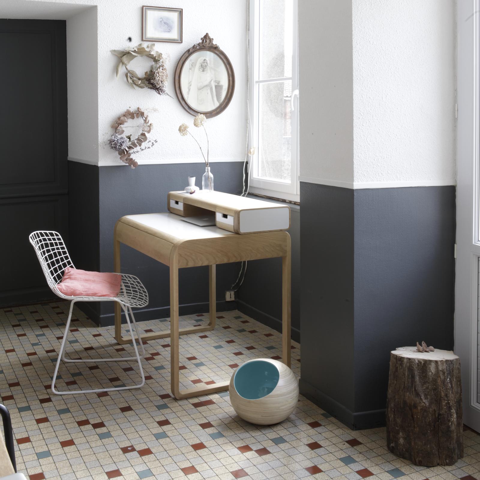 Стол-бюро в современном дизайне