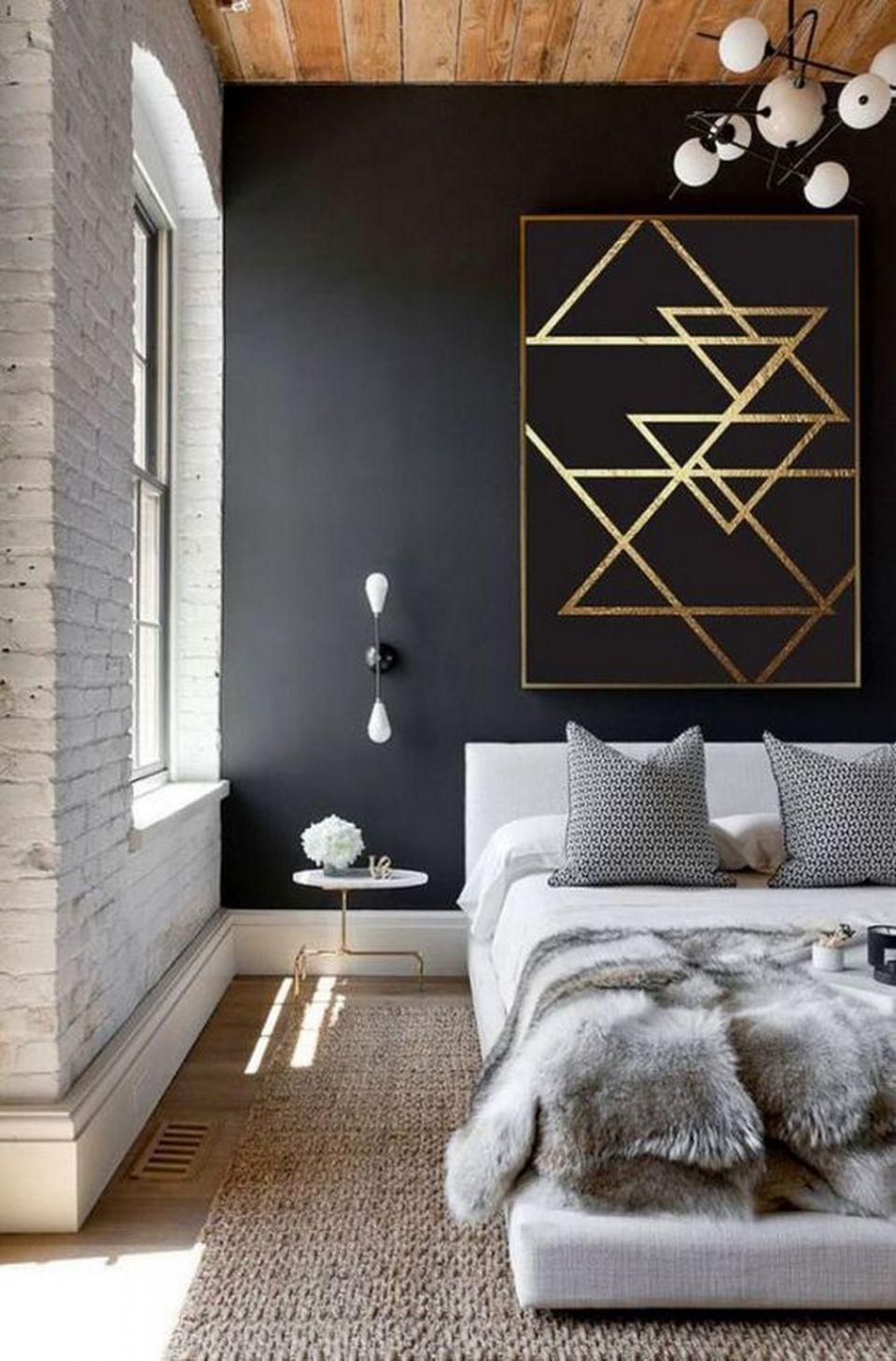 Меховой плед в спальне городской квартиры
