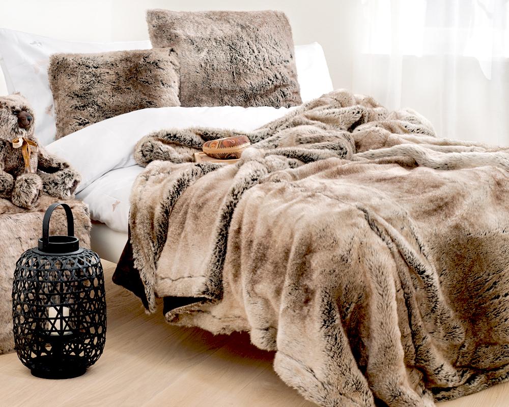 Меховой плед в декоре спальни