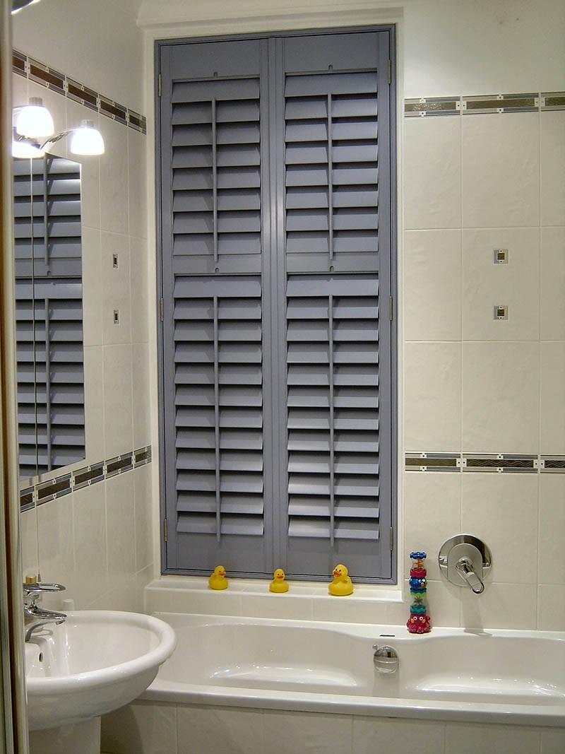 Ставни для коммуникаций в ванной