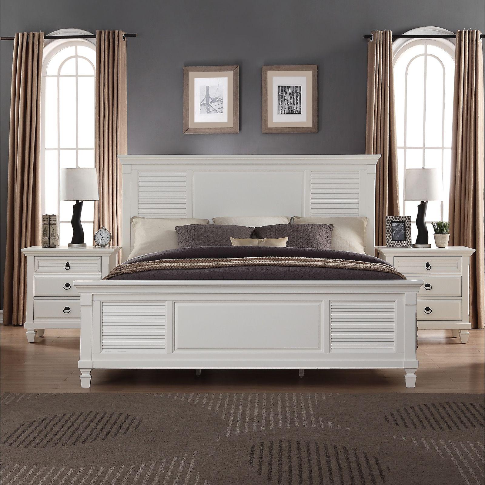 Кровать изголовьем к стене в спальне